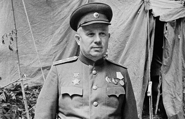 Ел хорошо, воевал плохо. Маршал Жуков о Хрущеве в годы войны.