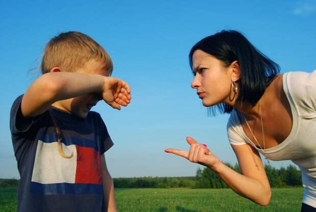 Почему родители считают, что ежедневно оскорблять детей – это норма?