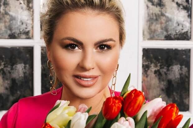 Семенович решила засудить футболиста Быстрова за слова о ее бюсте
