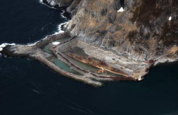 Искусственный сухой док вокруг затонувшего российского крейсера «Мурманск».