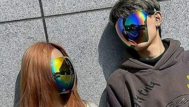 Японская компания выпустила солнцезащитные очки для всеголица