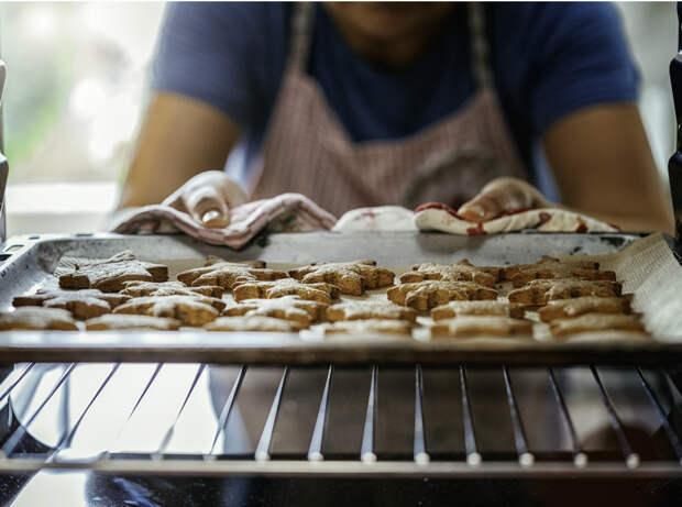 Как у мамы: готовим хворост, сладкую «колбасу» и другие сладости из детства