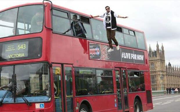 Иллюзионист Dynamo показал «автобусную левитацию» для рекламы Pepsi