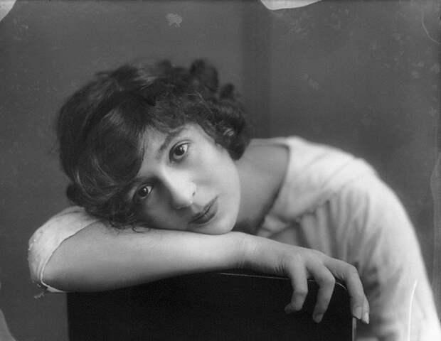 Самые красивые женщины 1900-х годов 10