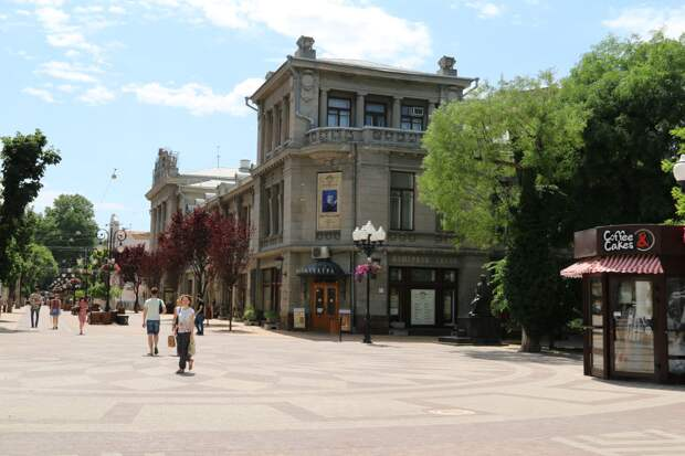 В Симферополе отремонтируют театр Горького и художественное училище