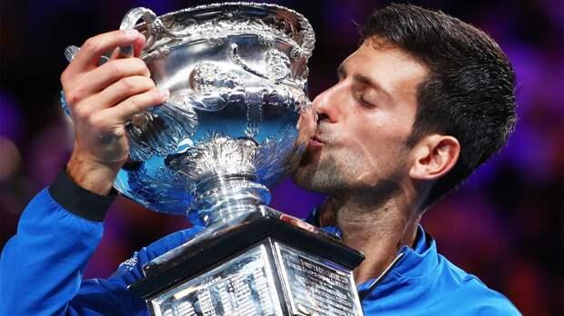 Медведев в трех сетах уступил Джоковичу в финале Australian Open. Серб выиграл турнир в 9-й раз