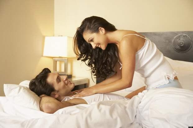 Когда жена мешает в постели)))