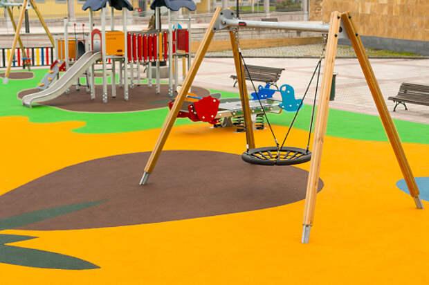 На детской площадке на Башиловской отремонтировали карусель