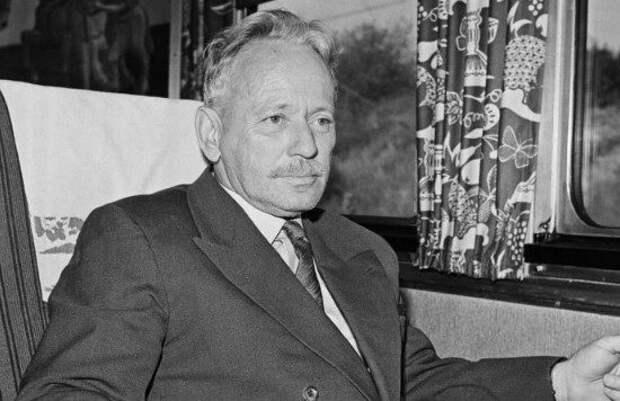 Как Михаил Шолохов оценил сочинения Солженицына?
