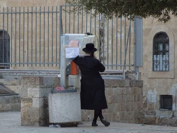 Десятки верующих пострадали при обрушении трибуны в синагоге под Иерусалимом (видео)