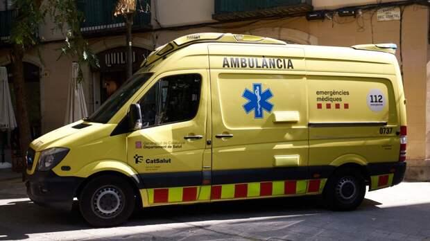 Два человека пропали без вести после опрокидывания торгового судна в Испании