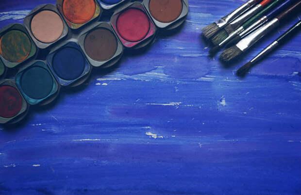 Краски и кисти. Фото: pixabay.com