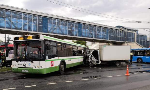 В аварии с автобусом на Рязанке серьезно пострадали семеро