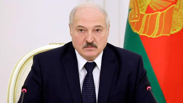 Лукашенко поздравил Путина с Днем Победы