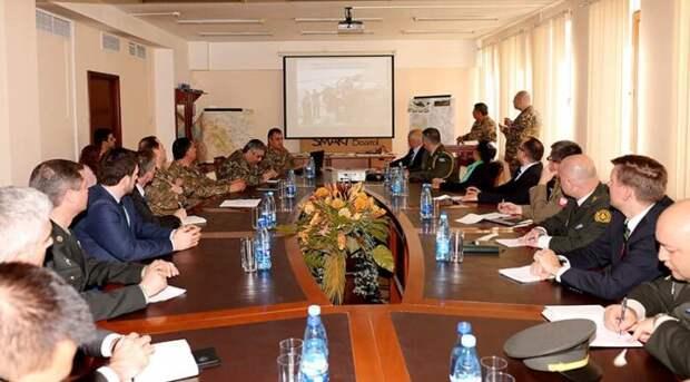 Военный атташе США в Армении прибыл на Черное озеро на границе с Азербайджаном в Сюнике