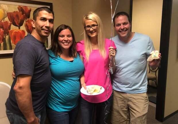 Соседка решила выносить ребенка для бесплодной пары: после этого произошло то, чего никто не ожидал