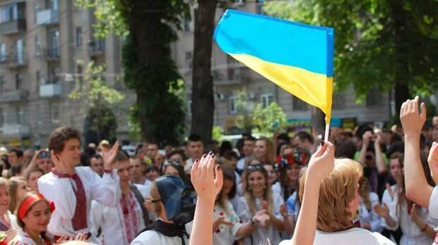 Пользователей Сети поразило видео, где украинские дети в вышивках читают стихи о Бандере