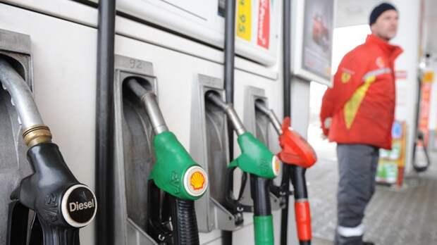 1. Акцизы на бензин опять выросли 1 января, 2018, ynews, бензин, деньги, дети, закон, новый год