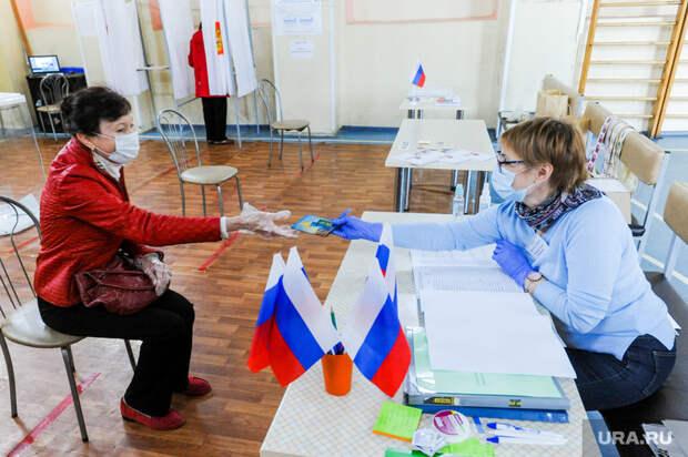 Избирательный участок по голосованию по поправкам в Конституции. Челябинск, избирательный участок, голосование по поправкам в конституцию