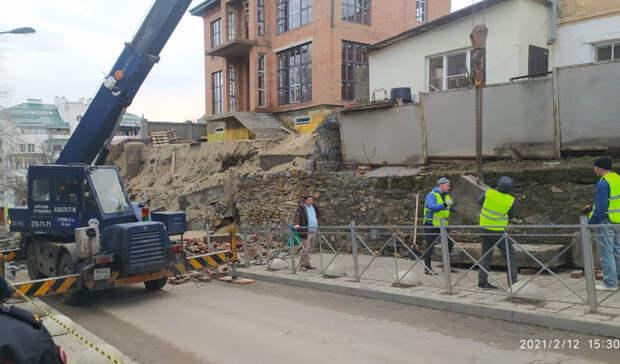 Владелец строящегося особняка оценил убытки из-за обрушения подпорной стены в Ростове