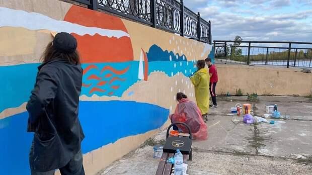 Художники раскрасили стены зданий Сарапула