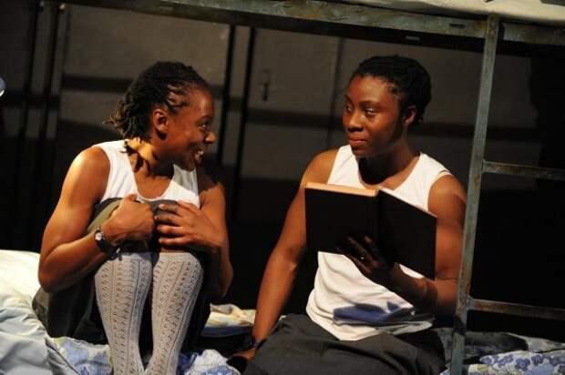 Жуткая история близнецов: сестры годами общались на своем языке, пока они решили, что одна должна умереть