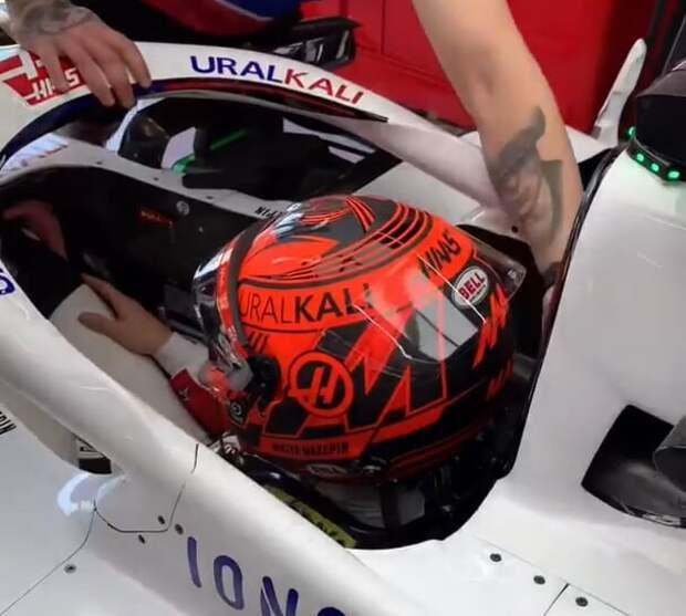 Мазепин добавил на шлем Георгиевскую ленту в честь Дня Победы (фото)