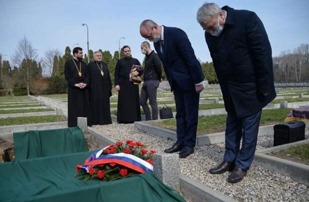 Церемония перезахоронения останков павших русских воинов в Варшаве.