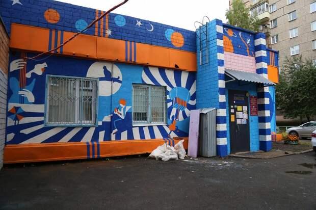 «Подарок городу»: художники в Ижевске расписали 7 подростковых клубов