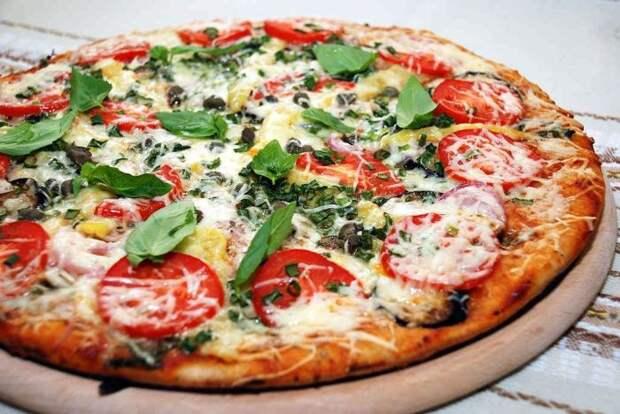Пицца — универсальное блюдо, как для ужина в кругу семьи, так и для вечеринки с компанией друзей. /Фото: poland-ukraine.com.ua
