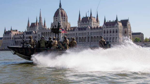 """""""Морские котики"""" США могли готовиться к диверсиям в Крыму, считает греческий военный эксперт"""