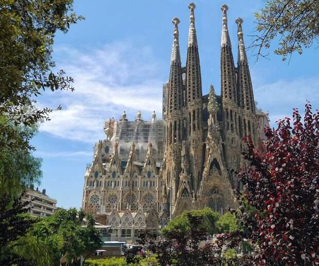 Испания откроется для вакцинированных туристов в июне
