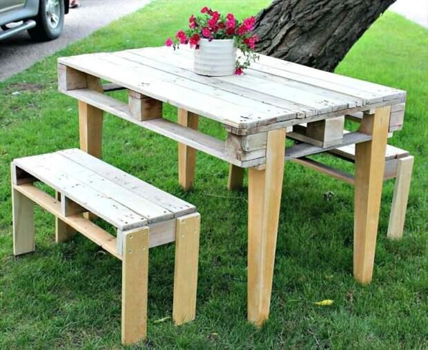 Как смастерить стол в беседку из подручных материалов?