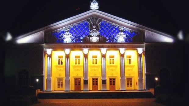 Губернатор Оренбуржья Денис Паслер нагрянул спроверкой втеатр кукол ифилармонию