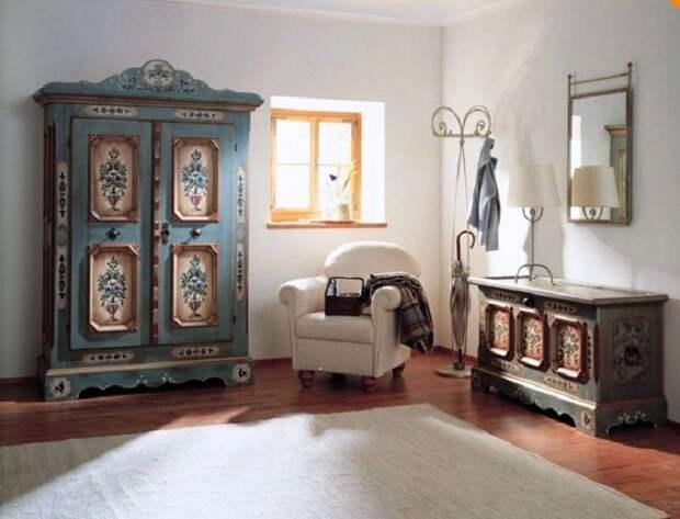 Старинная мебель после реставрации идеально вписалась в современный интерьер. | Фото: hochu.ua.