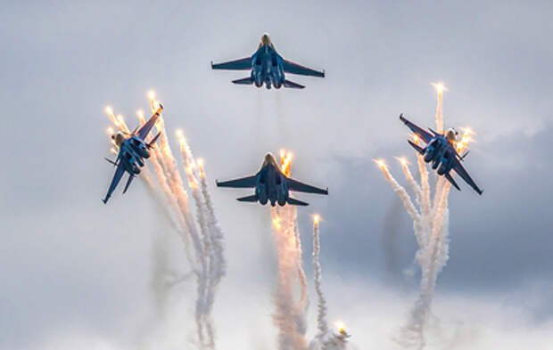 Красочные кадры масштабного авиашоу в Подмосковье