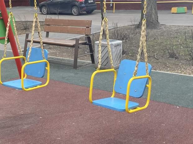В парке имени Федорова привели в порядок детскую площадку