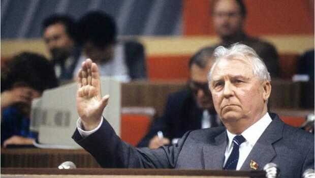 Бывший секретарь ЦК КПСС Егор Лигачёв умер на 101-м году жизни. Диагноз – двухсторонняя...