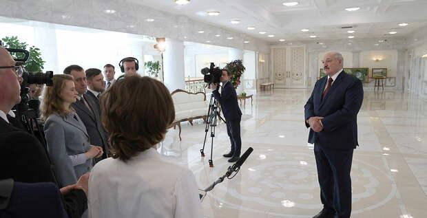 Лукашенко готов объявить досрочные президентские выборы одновременно с США