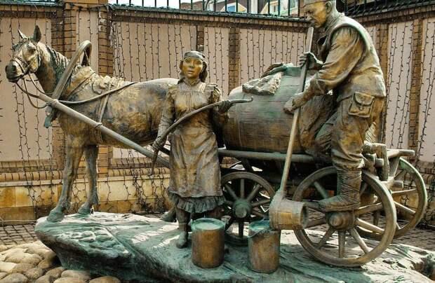 За что водовозов уважали так сильно, что поставили им столько памятников