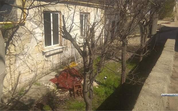 На пожаре в Керчи сотрудники МЧС спасли человека