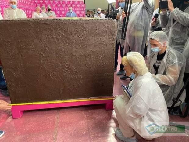 Как выглядит самый огромный в мире шоколадный батончик