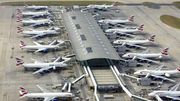 Пассажиры пожаловались на «нечеловеческие» условия в аэропорту Хитроу, где образовались семичасовые очереди