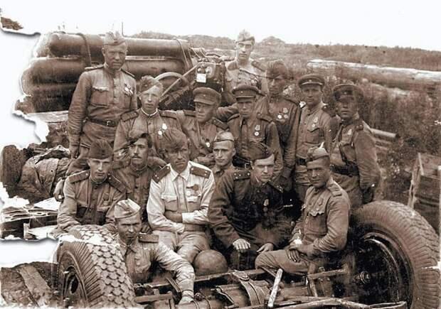 Юрий Никулин с однополчанами