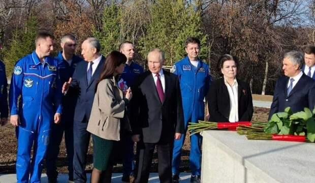 Путин посетил Парк покорителей космоса в Энгельсе