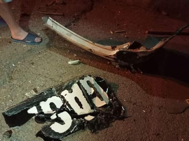 Лихой водитель снёс остановку в Ялте и скрылся