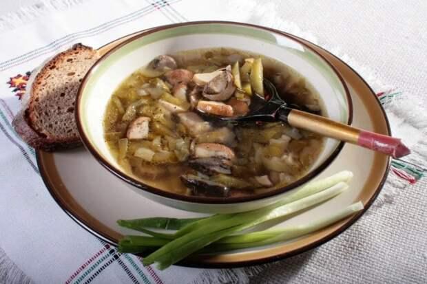 Грибной суп «Калья» с солеными огурцами
