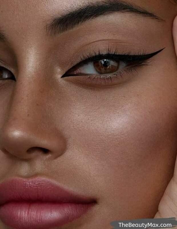 Как разнообразить привычный макияж? Все самые модные и интересные стрелки 2020 года