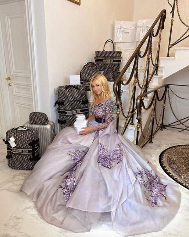 Как одевается Яна Рудковская, которая в 45 лет в очередной раз стала мамой