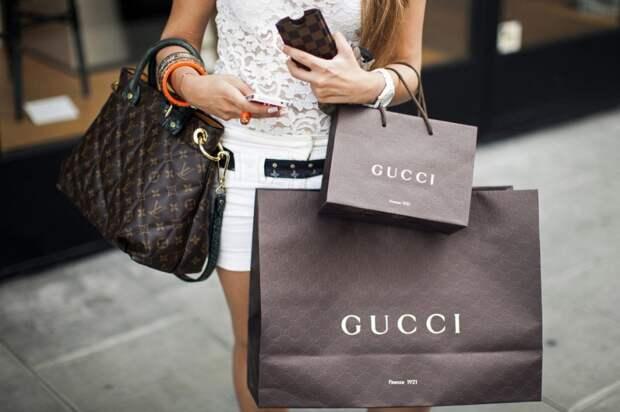 Как покупать одежду люксовых брендов за бесценок